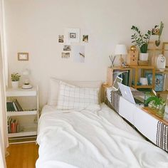 32 Recommended Minimalist Bedroom Decor Ideas You Should Copy - Minimalist bedrooms are quite difficult to put together, not because the furnishings and home wares required are hard to source, but simply because wh. Dream Rooms, Dream Bedroom, Room Interior, Interior Design, Interior Ideas, Korean Apartment Interior, Deco Studio, Bedroom Images, Minimalist Room