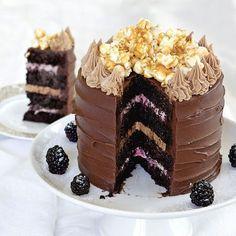 """Den här tårtan gjorde Linus i Hela Sverige bakar och den gav honom den första stjärnbagartiteln.""""Rasande elegant på ett modernt sätt, bland det fräckaste jag sett"""" var juryns omdömen."""