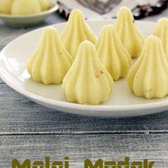 Malai modak recipe (Paneer modak), How to make malai ladoo/modak Besan Ladoo Recipe, Modak Recipe, Indian Dessert Recipes, Indian Sweets, Indian Recipes, Paneer Recipes, India Food, Tasty Dishes, Chocolate Recipes