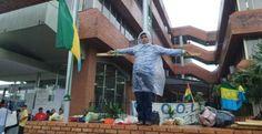 #Bolivia Informa: #SantaCruz: Chiquitanos se crucifican, Costas no los recibe - #Política #Demandas #Gobernación
