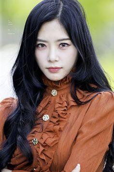 Kpop Girl Groups, Kpop Girls, Kim Min Ji, Jiu Dreamcatcher, Gothic Chic, Japan Girl, Hip Hop Fashion, Pink Princess, Celebs