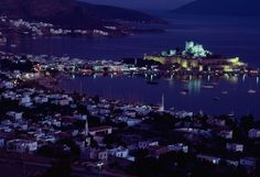 Bodrum Castle, Turkey Photograph by James L. Stanfield Turkey's Bodrum harbor is home to the Castle of St. Peter, which was built by the Hospitallers in the early Süleyman I the Magnificent captured the site in 1522 Places Around The World, Travel Around The World, Around The Worlds, Beautiful Buildings, Beautiful Places, Turkey Photos, National Geographic Society, Scenic Photography, Old Buildings