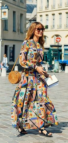 Pinterest: DEBORAHPRAHA ♥ maxi long sleeve print dress #streetstyle #looks