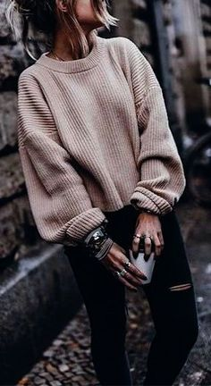 19 Cute and Cozy Oversized Sweater Outfits 2019 These oversized sweater outfit ideas are everything you need and more for the cold weather! The post 19 Cute and Cozy Oversized Sweater Outfits 2019 appeared first on Sweaters ideas. Cute Winter Sweaters, Cozy Sweaters, Cute Winter Clothes, Cozy Clothes, Winter Jumpers, Chunky Sweaters, Chunky Knits, Comfortable Clothes, Fall Clothes