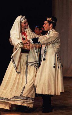 Polish folk dance performed by a couple wearing Bilgoraj. Image ilvic