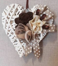 Felt flowers and satin ribbons in shades of beige and brown for rattan white heart Christmas Deco, Christmas Wreaths, Christmas Crafts, Christmas Ornaments, Valentine Decorations, Valentine Crafts, Valentines, Wicker Hearts, Wooden Hearts
