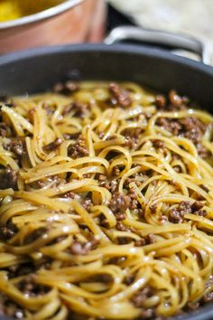 Mongolian Ground Beef Noodles - Jen Around the World Omit ginger and only use c soy sauce and replace hoisin sauce with Litehouse Sesame Ginger Dressing and Marinade. Added about 1 c beef broth. Pasta Dishes, Food Dishes, Main Dishes, Mongolian Beef Recipes, Mongolian Beef Noodles Recipe, Easy Mongolian Beef, Beef And Noodles, Rice Noodles, Pasta With Beef