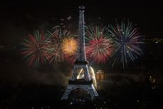 Bastille Day ends with a bang as fireworks light up Eiffel Tower (Photo: Fred Dufour / AFP - Getty Images)