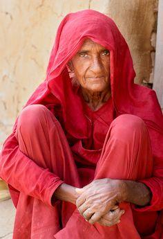 Widow Dressed in Red, Jaisalmer