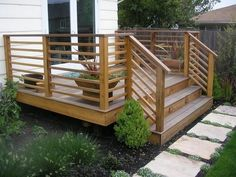 Horizontal Deck Railing:  The Advantages and Disadvantages | HomesFeed