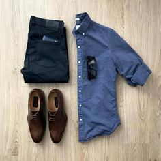 Designer menswear is gaining more and more popularity with time and soon men will catch up with women both on the runway and on the streets. Designers have found a new market in mens clothes and th… Outfits Hombre, Trendy Outfits, Fashion Outfits, Mens Fashion, Gq Mens Style, Men Style Tips, Gentleman Mode, Gentleman Style, Formal Smart Casual