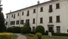 Located in the heart of Franciacorta and close to Lake Iseo, Italian wedding Villa 'Villa Fassati Barba' is a beautiful and well positioned Italian Villa with years of experience hosting wedding events