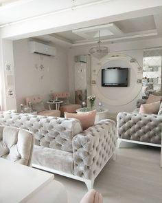Bu göz alıcı evin dekoru klasiğe modern bir yorum getiriyor. Living Room Sofa Design, Living Room Decor Cozy, Elegant Living Room, Home Living Room, Living Room Designs, Home Decor Furniture, Luxury Living, Decor Ideas, Simple