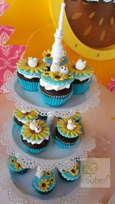 Frozen Fever Cupcakes Anna Frozen, Disney Frozen Cake, Disney Frozen Birthday, Bolo Frozen, Frozen Birthday Party, Frozen Party, Birthday Cupcakes, Superhero Birthday Cake, Geek Birthday