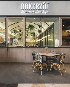 Organic forms feel visually pleasing and welcoming, which makes them an ideal choice for a restaurant design.