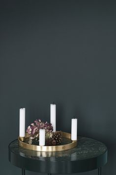 ferm Living - Kerzenhalter Circle A must-have under the Christmas decorations: the round brass candle holder Circle from ferm Living, which particularly impresses us with its timeless design.