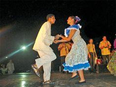 El joropo. El primer registro de su existencia data de 1749 y originalmente era llamado por el campesinado venezolano «fandango», por lo que estaba posiblemente emparentado con el fandango español. Es una música festiva que se ejecuta principalmente con arpa, cuatro y maracas. Su danza, caracterizada por pasos y figuras muy distintivas, es motivo de fiesta y constituye un baile alegre que invita a la participación popular. El joropo es ícono de la cultura venezolana.