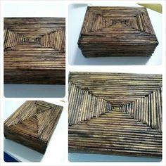 Caja realizada con papel de periodico reciclado.
