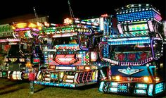 Several months ago I saw a photo of what looked like a gigantic psychedelic pinball machine. Turned out it was a Japanese truck. Custom Big Rigs, Custom Trucks, Giant Truck, Big Rig Trucks, Semi Trucks, Truck Art, Japanese School, Nose Art, Skateboard Art