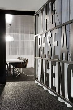 The Research Agency / Jose Gutierrez  (3)