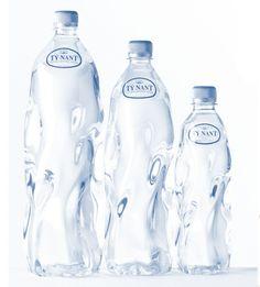 Creative Packaging: 100 Artistic Bottles That Showcase Effective Branding Water Bottle Design, Water Bottle Labels, Pet Bottle, Water Packaging, Bottle Packaging, Cosmetic Packaging, Agua Mineral, Mineral Water, Filtered Water Bottle
