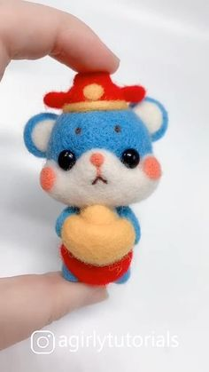 Hello this time I will share a DIY video tutorial made a doll that you can emulate at home Fleece Crafts, Felt Crafts Diy, Diy Resin Crafts, Felt Diy, Needle Felted Animals, Felt Animals, Needle Felting Tutorials, Cute Polymer Clay, Felt Decorations