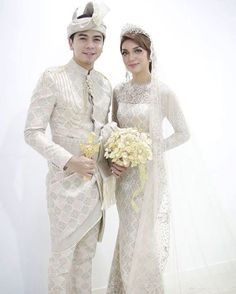 Malay Wedding Dress, Kebaya Wedding, Muslimah Wedding Dress, Muslim Wedding Dresses, Wedding Poses, Wedding Attire, Wedding Outfits, Brunei, Traditional Wedding Dresses