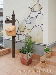 施工例画像:かわいい機能門柱 シャルル