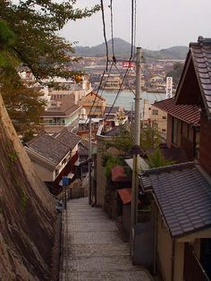 石段の町・尾道 / Onomichi – there's so many stone stairs, alleys… Aesthetic Japan, City Aesthetic, Japanese Landscape, Japanese Architecture, Arte Drake, Fuchs Illustration, Bg Design, Stone Stairs, Japan Street