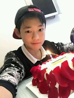 Read Chenle from the story NCT Texts [ discontinued ] by kittyhyuk (☪️) with reads. ✏ : you tease him with predebut pictures. Nct U Members, Nct Dream Members, Nct 127, Shanghai, Nct Chenle, I Luv U, Sm Rookies, Kpop, Winwin