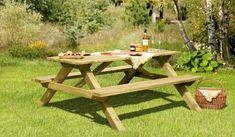 Der Picknicktisch aus Holz in den Maßen 180 x 75 x 170 cm lädt zu gemütlichen Grillabenden ein