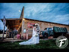 Wedding photography | southern wedding | country chic | cowboy hat | boots | dramatic | wow factor | bridal gown | bride and groom | Georgia wedding | wedding | kissing | Firestine Photography