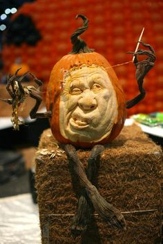 Pumpkin Vine Arms & Legs ~ This year's Halloween trend using these vine arm & legs is awesome! Olaf Pumpkin, Pumpkin Vine, Pumpkin Art, Scary Halloween Pumpkins, Dog Halloween, Halloween Decorations, Pumpkin Drawing, Amazing Pumpkin Carving, Creative Pumpkins