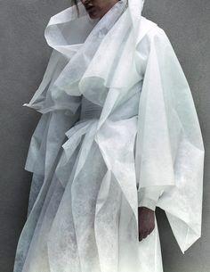 Gareth Pugh 'Labyrinth' by Jackie Nickerson For Dazed Magazine 6 White Fashion, Fashion Art, Editorial Fashion, Fashion Show, Fashion Design, Paper Fashion, Emo Fashion, Gothic Fashion, Gareth Pugh