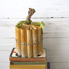 Love this idea - my two favorite things, books and fall! rolled book paper pumpkin {Halloween decorations} - itsalwaysautumn - it's always autumn (Diy Paper Pumpkins) Diy Pumpkin, Pumpkin Crafts, Paper Pumpkin, Thanksgiving Crafts, Fall Crafts, Diy Crafts, Holiday Crafts, Holiday Ideas, Paper Crafts