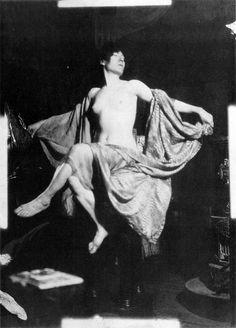 1899 'Soleil' fotografiska studie © Alphonse Mucha Estate-Artister Rights Society (ARS), New York-ADAGP, Paris