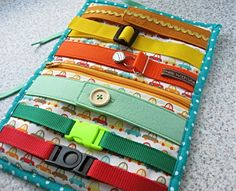 Buckle and Zipper Toy - Busy toddler - Travel Toy with fasteners - play mat with clasps - bir Toddler Activity Board, Preschool Learning Activities, Infant Activities, Preschool Crafts, Activities For Kids, Diy Quiet Books, Baby Quiet Book, Felt Quiet Books, Quiet Book Templates