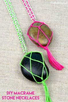 Learn how to make a simple series of knots to hold a stone so that you can string it on a chain and wear it! Check out this easy DIY stone necklace. hand made accessories DIY Stone Necklace Tutorial - Crafts Unleashed Rock Necklace, Rock Jewelry, Stone Necklace, Pearl Necklace, Jewellery, Simple Necklace, Collar Necklace, Macrame Colar, Macrame Jewelry