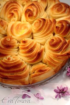flower_bread- don't forget to hit translate to English Bread Machine Recipes, Bread Recipes, Cooking Recipes, Bread Art, Pan Bread, Bread Shaping, Braided Bread, Bulgarian Recipes, Muffins