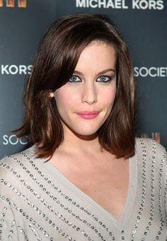 Liv Tyler's shoulder-length 'do looks totally effortless no matter what.