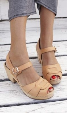 Summer Style 2013 >> Swedish Hasbeens and red toes.