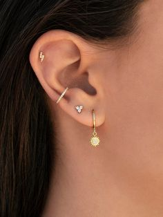 Black Button Single-Flare gauged ear plugs earrings for stretched piercings - Custom Jewelry Ideas Pretty Ear Piercings, Ear Peircings, Tongue Piercings, Female Piercings, Multiple Ear Piercings, Bijoux Piercing Septum, Piercing Tattoo, Cartilage Piercings, Rook Piercing