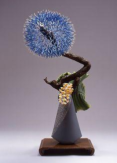 Ikebana flower arrangement SoYoshi flow