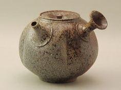 白岩大佑の急須づくり[制作の様子] Pottery Teapots, Raku Pottery, Ceramic Teapots, Porcelain Ceramics, Japanese Tea Set, Japanese Pottery, Teapots Unique, Tea Culture, Chawan