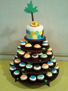 King of the Jungle cupcake tower — Baby Shower
