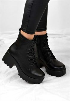 STIEFEL - Source by lilyanlrfogleman de mujer bonitos Chelsea Ankle Boots, Black Ankle Boots, Heeled Boots, Fitness Video, Aesthetic Shoes, Mein Style, Hype Shoes, Fresh Shoes, Cute Boots