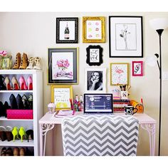 Stay inspired with a wall full of chic prints ala office getup Single Girl Apartment, Room Decor, Wall Decor, Bedroom Office, Frames On Wall, Room Inspiration, House Warming, House Design, Interior Design
