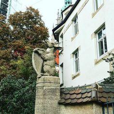 У хозяина дома  с чувством юмора было в порядке   #этожизнь #осень #новаяжизнь #путешествие #октябрь #2016 #travel #october #traveling #reisen #followme #photoart #германия #мюнхен #germany #munich #munchen
