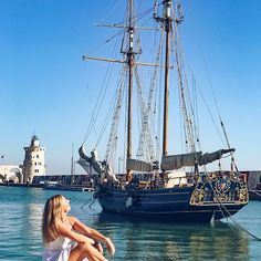 This is me last Saturday, soaking up the sun at 30C degrees in October! Where? Only in @elpuertodesantamaria (Cadiz, Spain) where Summer never ends...☀️⛵️.