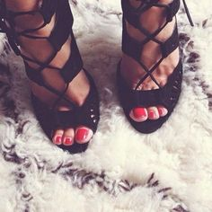 How To Wear Lace Up Sandals